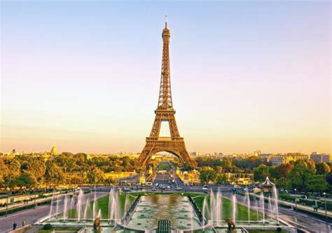 Eiffel Tower: Tour of the Eiffel Tower with English