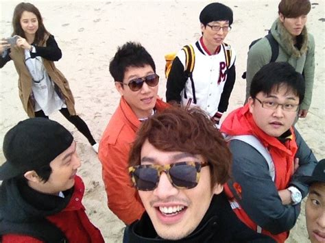 Lee Kwang Soo Reveals Group Picture in Celebration of