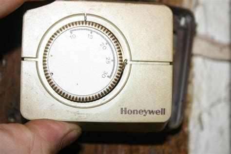 Replace old Honeywell Thermostat with CM907 | DIYnot Forums