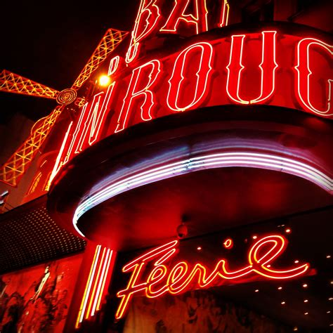 A night at Le Moulin Rouge   the (fake) parisienne