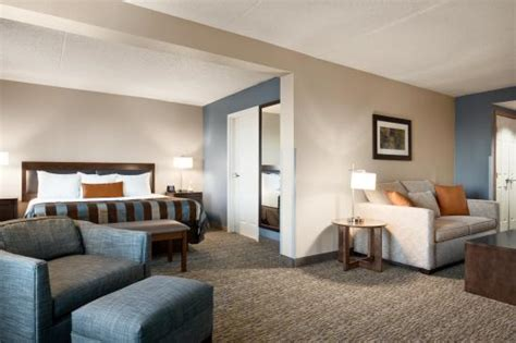 King Executive Suite - Picture of Wingate by Wyndham Fargo