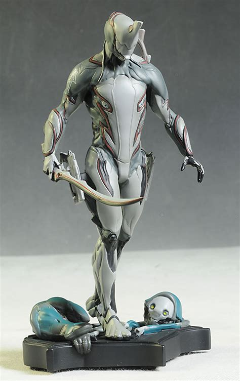 Review and photos of Warframe Excalibur statue from